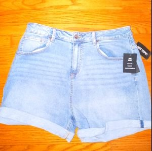 Mom Shorts rolled cuffs NWT size 11 Hot Topic